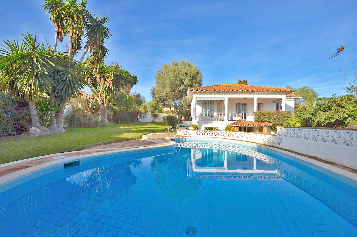 A lovely villa to be reformed situated in an established area just to the east side of Marbella in t,Spain