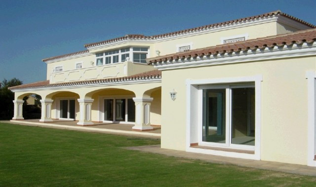 Sotogrande Costa : Stunning villa on a large plot currently with over 700 m2 built plus terracess. L,Spain