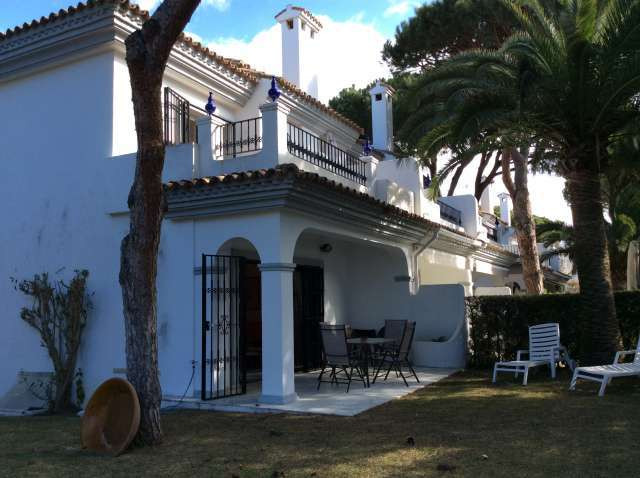 Beautiful and bright townhouse in Marbella East. Located in a private urbanization next to the marin, Spain