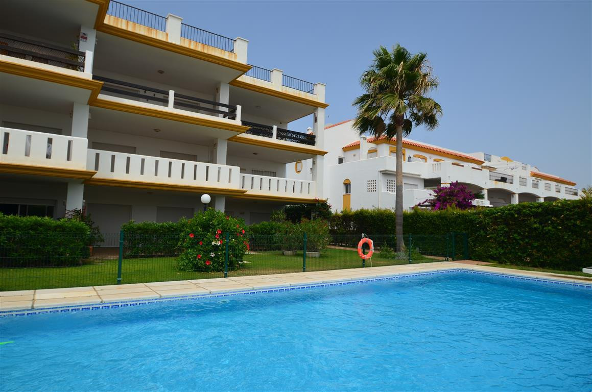 Magnificent apartment in the second floor, in very good condition. He enjoys swimming pool, garden s,Spain