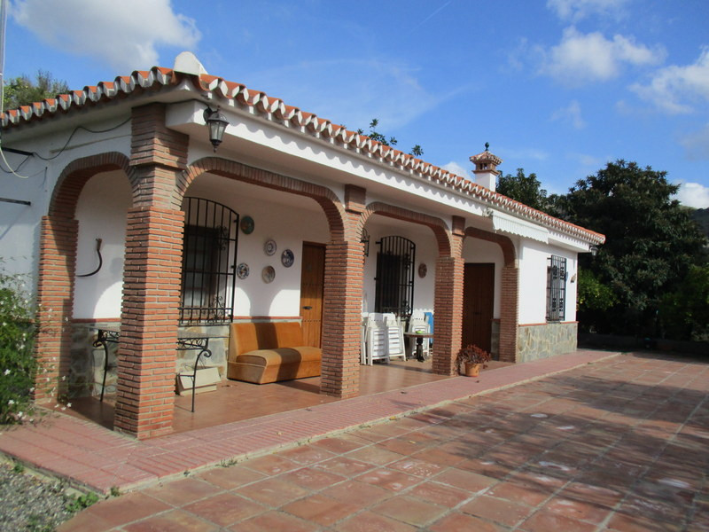 This rustic country house is situated in the countryside of Alora on a plot of 10.000 m2 of olive gr,Spain