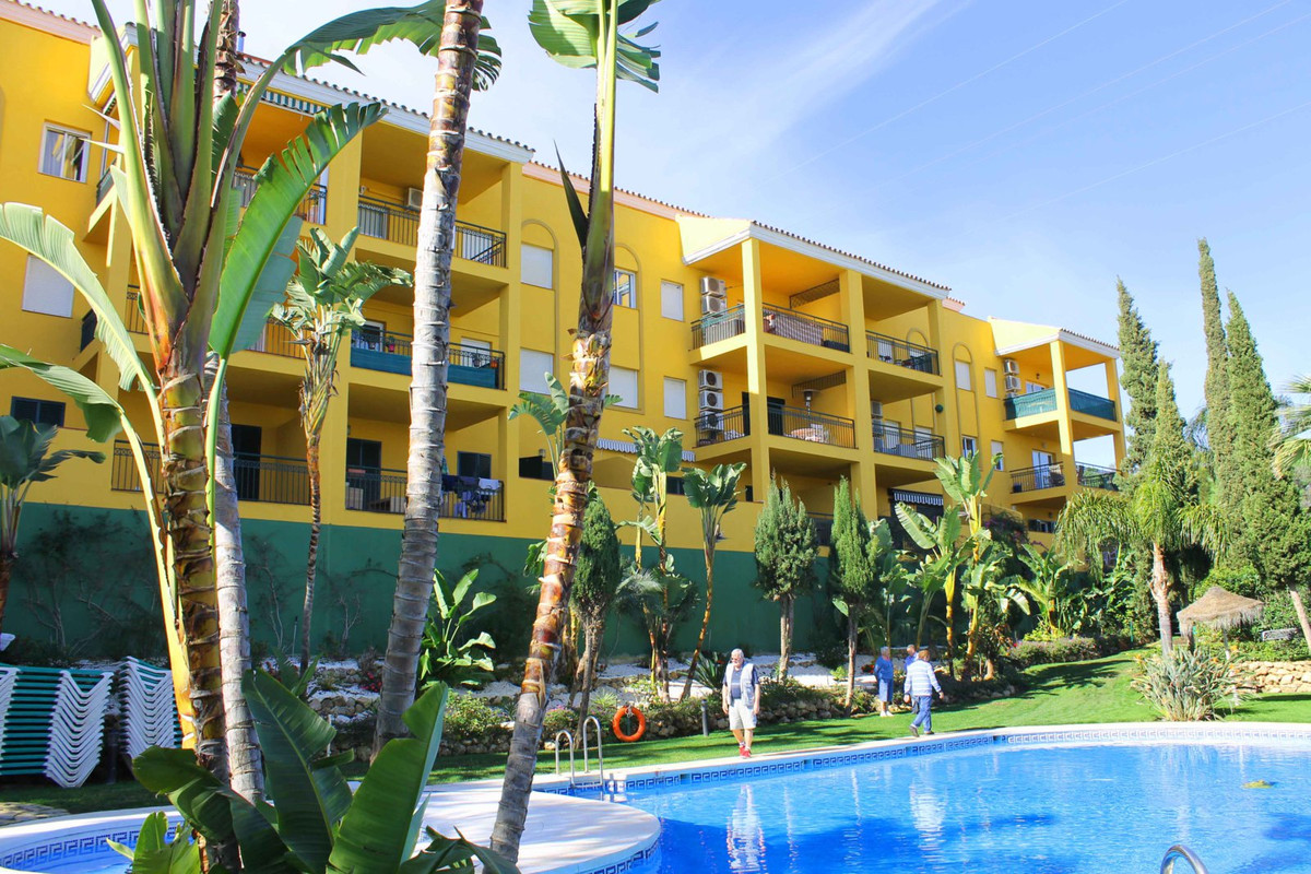 Beautiful middle floor apartment next to Miraflores Golf in Riviera del sol with 2 bedrooms, 2 bathr,Spain