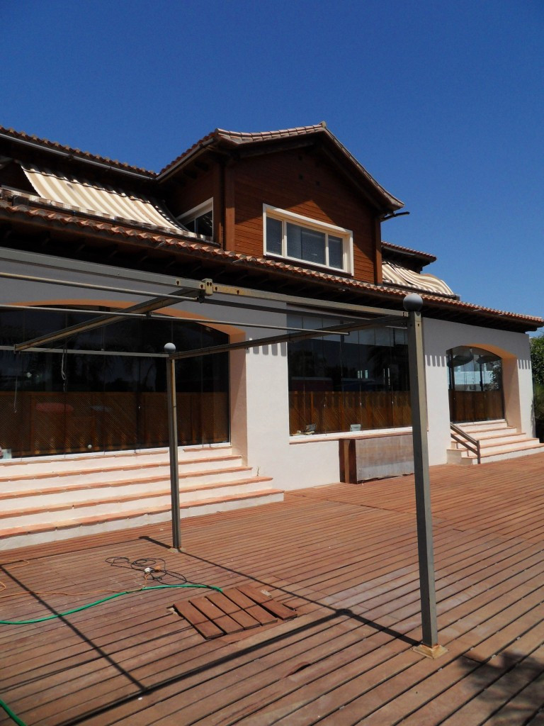 This is your opportunity to own a large family home on the border of La Cala de Mijas and Torreneuva,Spain