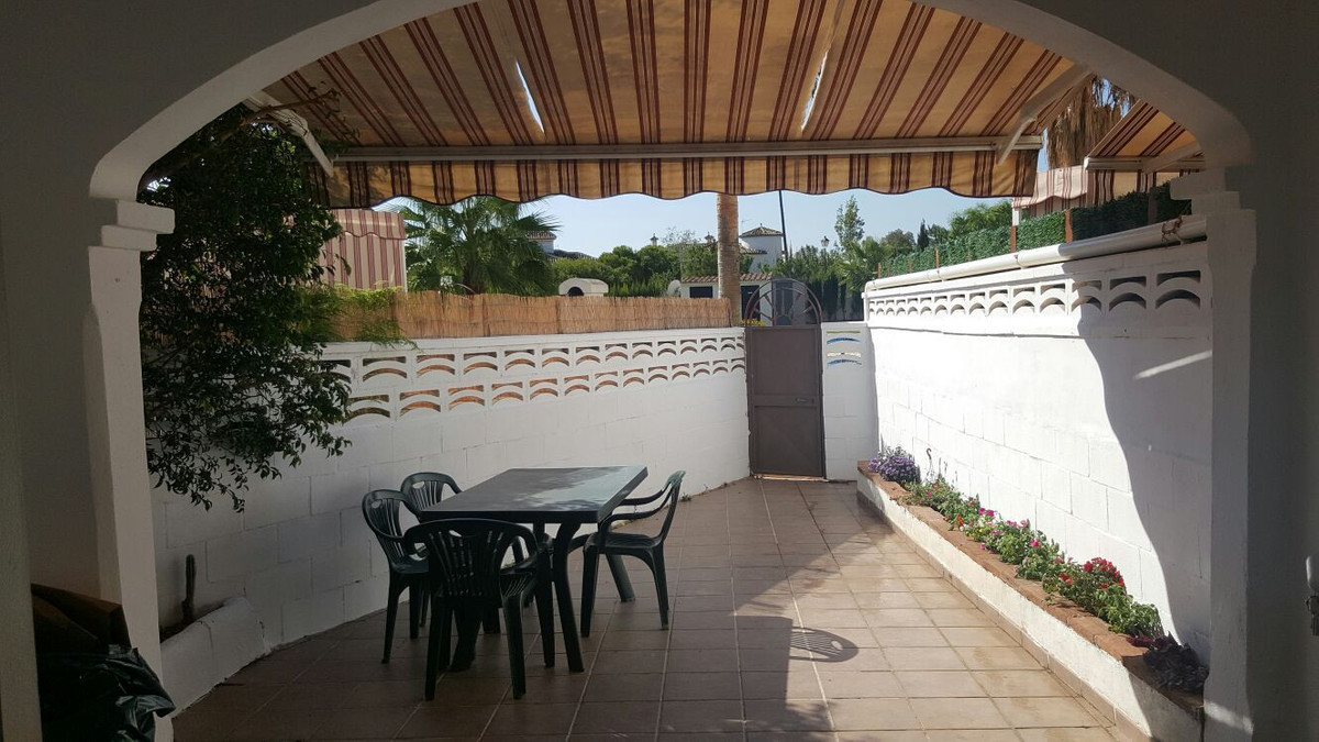 Great 2 bed ground floor apartment located within walking distance to amenities!   Located next to a,Spain