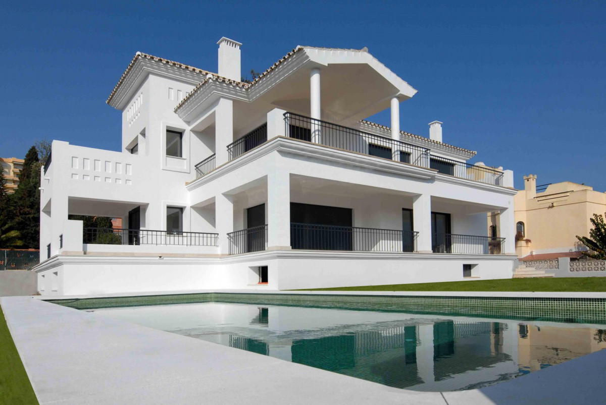 A brand new contemporary styled villa only minutes from Puerto Banus. The grand entrance leads you i, Spain