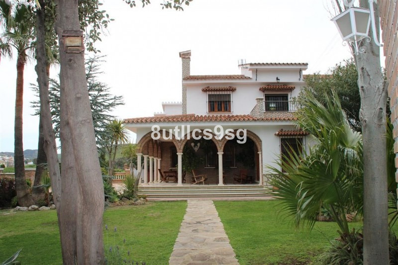 Cottage located in the Valley of Abdalajis, Malaga, with an area of 2,214 m2 plot and 257 m2 house. , Spain