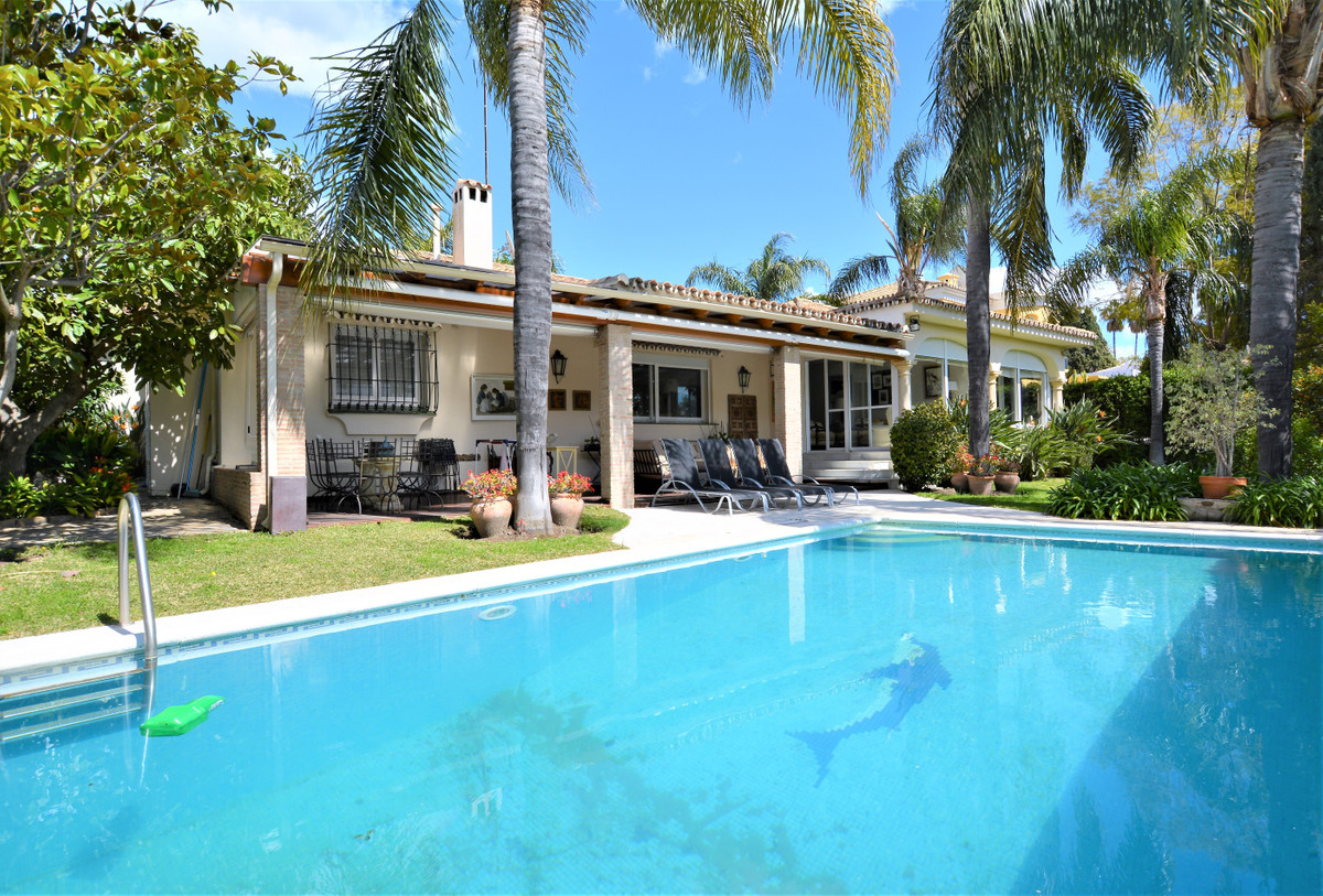 FANTASTIC DETACHED HOUSE WITH CHARM IN GUADALMINA, VERY LUMINOUS AND 100% RENOVATED, FIRST LINE GOLF,Spain