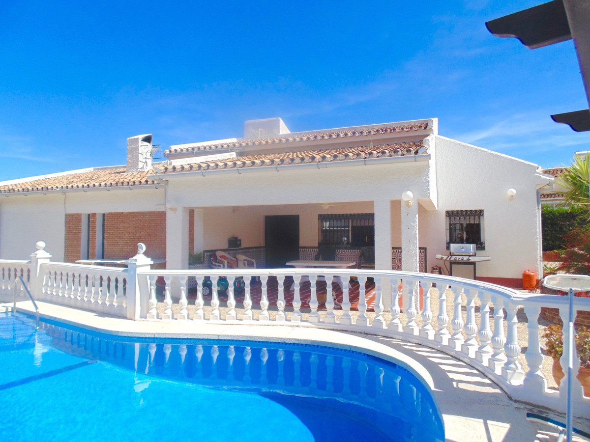 Lovely 4 bedroom detached villa on one level with private pool and double garage for sale in Monte A, Spain