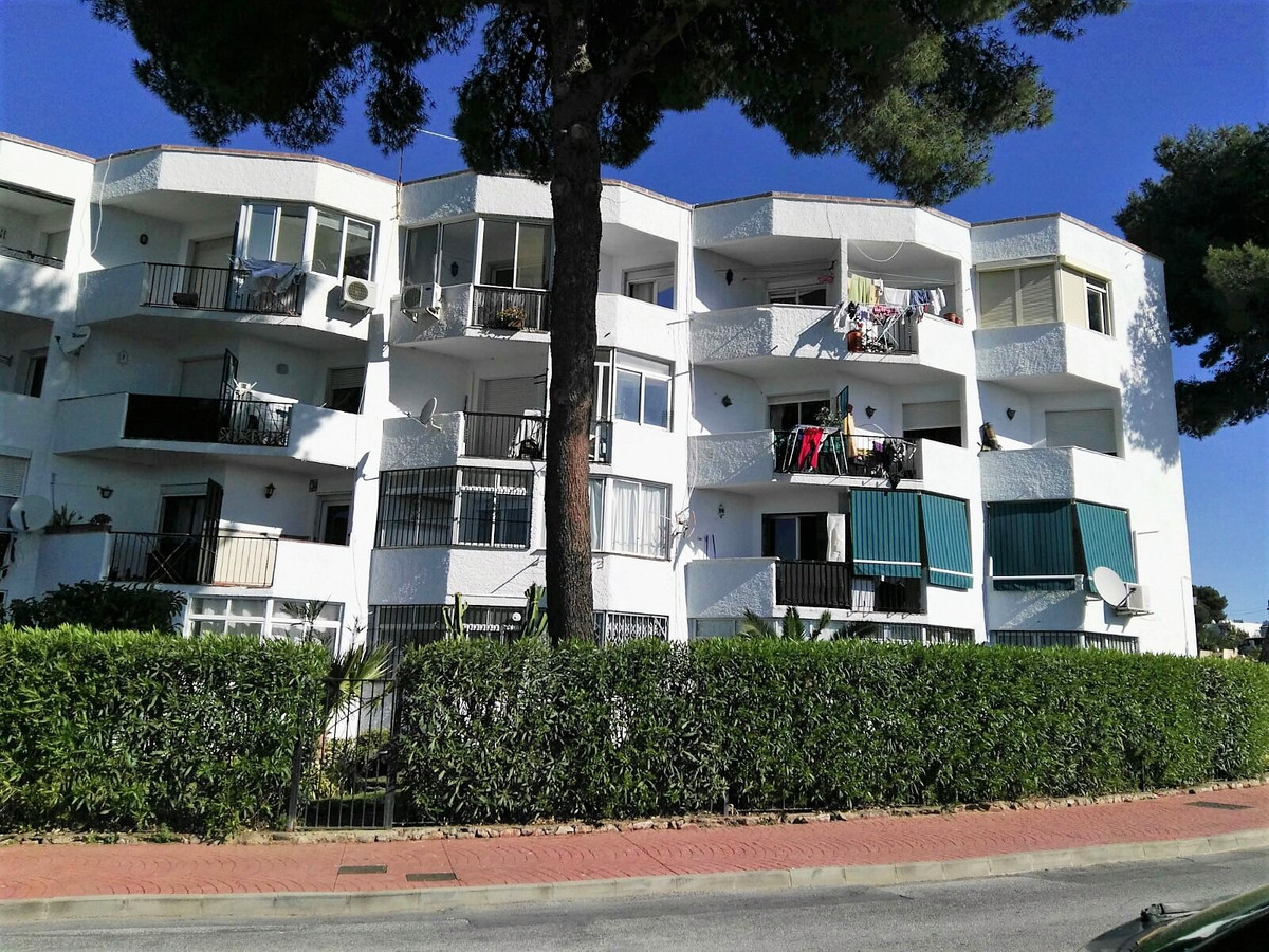 Apartment in full heart of Nueva Andalucia, in a very calm zone but with all the services closely to, Spain