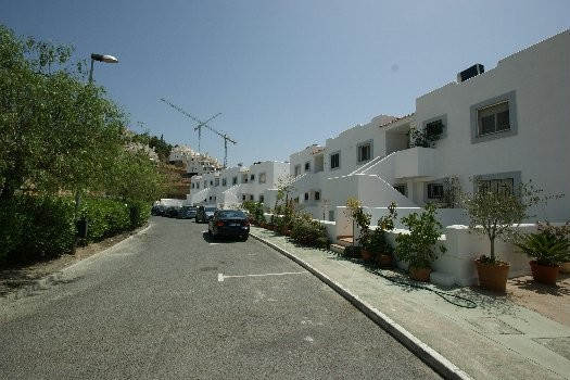 Duplex ground floor apartment situated at the back part of the golf valley of Nueva Andalucia. On en, Spain