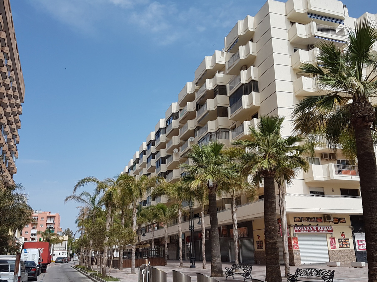 FUENGIROLA CENTER  SECOND LINE BEACH.LOVELY FLAT WALKING TO THE BEACH..3 Bedrooms, 2 Bathrooms,+gara, Spain