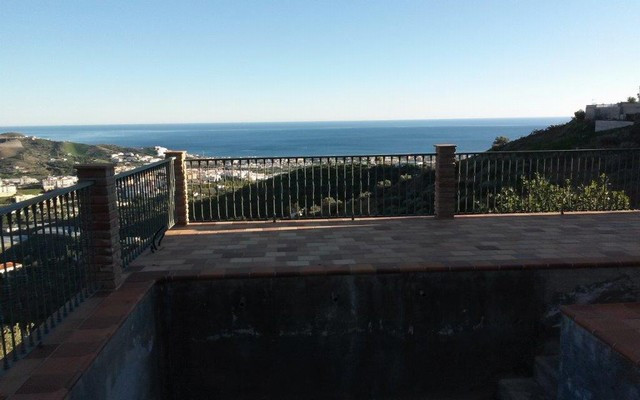 Magnificent south facing villa boasting breathtaking views. The property is not finished yet, it off,Spain