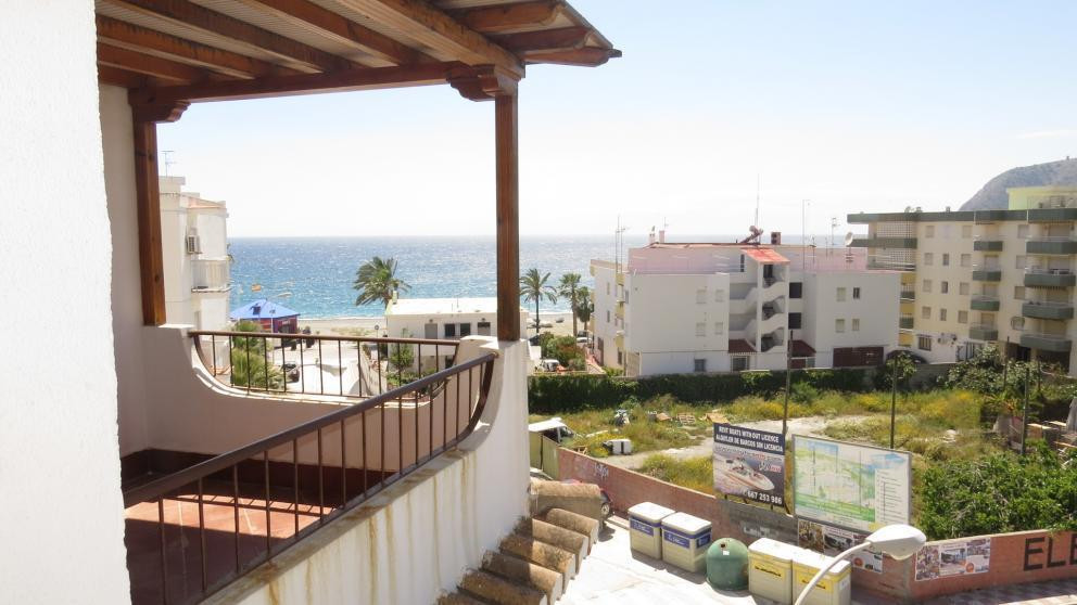 This three bedroom apartment is located right in the centre of La Herradura. Located on the 4th floo Spain