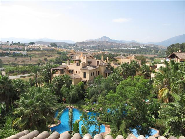Beautiful 3 bedroom penthouse located in a wonderful gated development.  This property is set in an ,Spain
