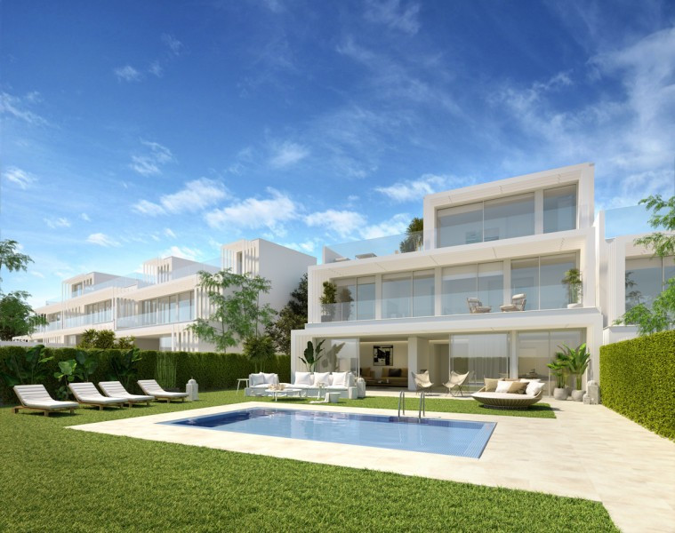 Villa for sale in La Canada Golf, Sotogrande, with 5 bedrooms, 4 bathrooms, 1 toilets and has a swim, Spain