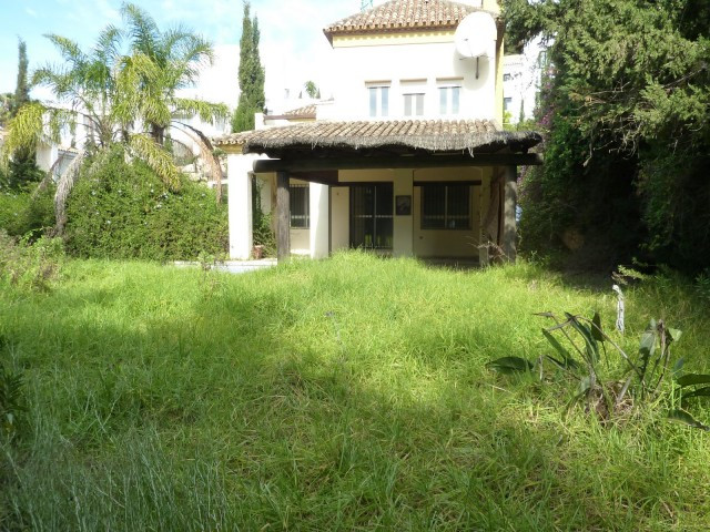 BANK REPOSSESSED, OFFERS WELCOME!!  The house consists of ground floor and high. The ground floor is,Spain
