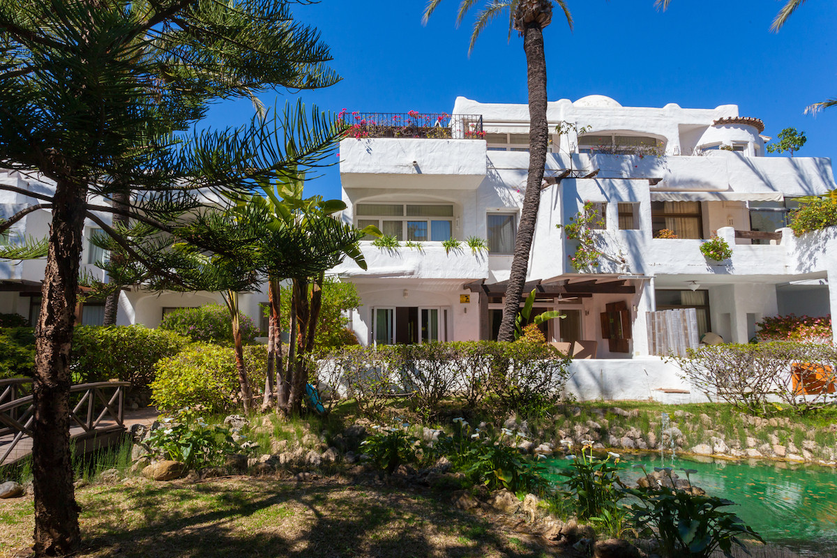 Beautiful 3 Bedroom 2 Bathroom Ground Floor Apartment in the popular complex La Alcazaba in Puerto B, Spain