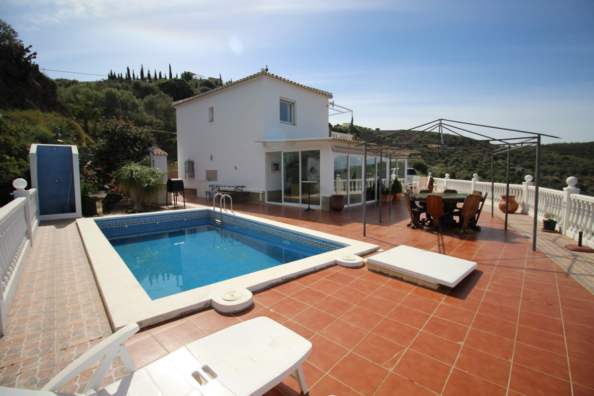 Spectacular villa in Torrox with panoramic views to the sea and the mountains. The House is divided , Spain