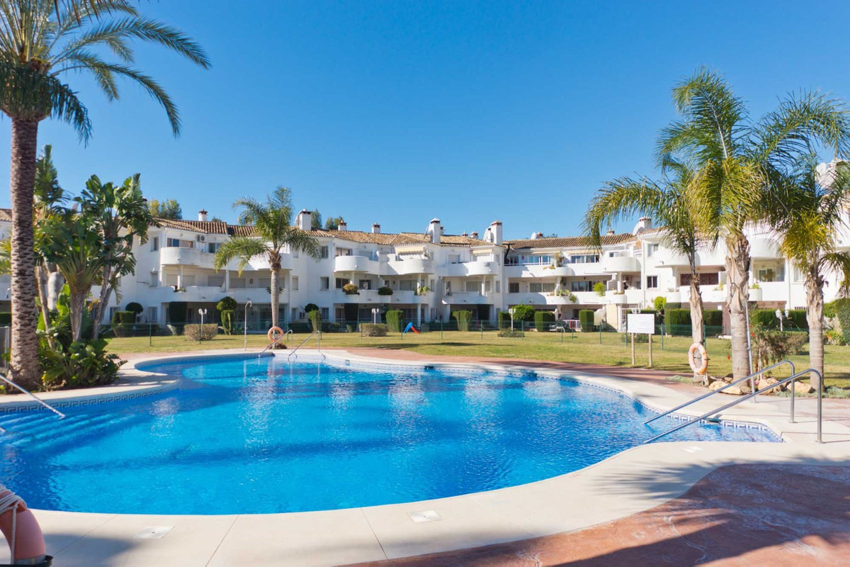 This is a spacious top floor apartment located in the always popular complex of Sitio del Golf with ,Spain