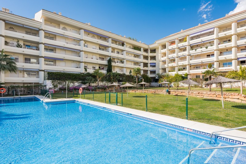 Apartment for sale in Golden Mile, Marbella Golden Mile, with 1 bedrooms, 1 bathrooms and has a swim, Spain