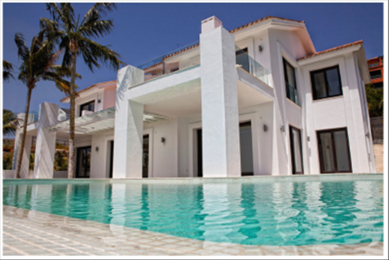 Villa situated in Urb Los Flamingos with spectacular views over the golf course, hotel Villa Padiern,Spain