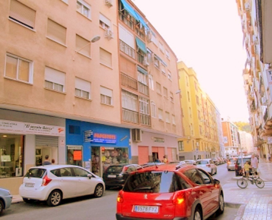 Ideal for first residence or investment for rent to students, next to campus the Ejido. The apartmen,Spain