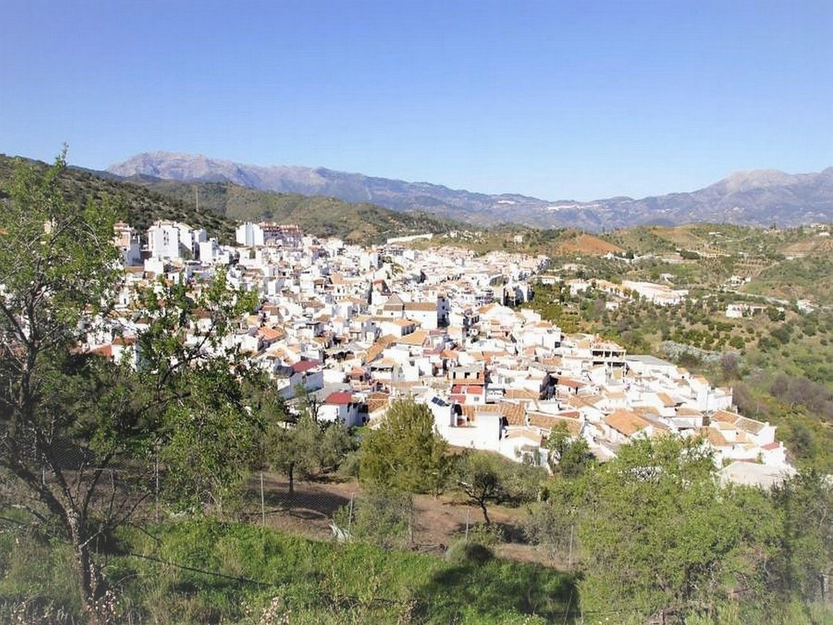 LOVELY TOWNHOUSE IN GUARO - This property is located in Guaro, a white village which a 23 kms from M, Spain