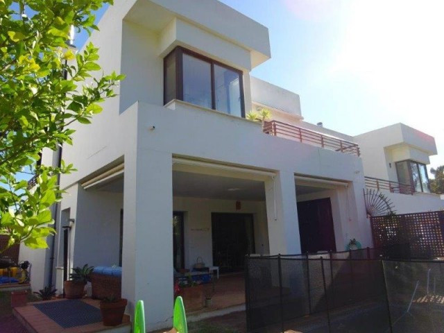 High quality town house with unbeatable panoramic views in beautiful picturesque landscapes. Distrib,Spain