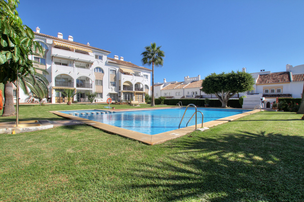 Wonderful and sunny apartment, in the center of Fuengirola, 200 meters from the train station and 35,Spain