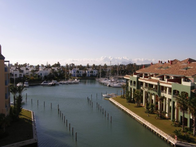 Sotogrande Marina: Wonderful penthouse with 3 bedroom, 3 bathrooms. Well appointed property in immac,Spain