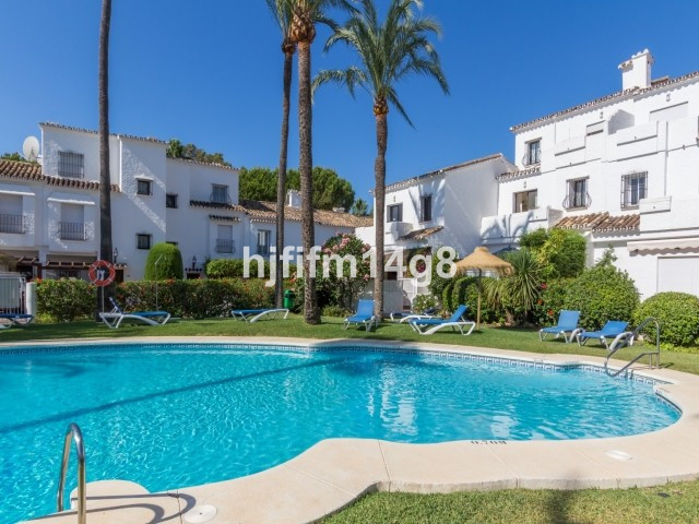 Lovely two bedroom townhouse for sale in Los Naranjos Country Club, a beautiful gated community in N,Spain