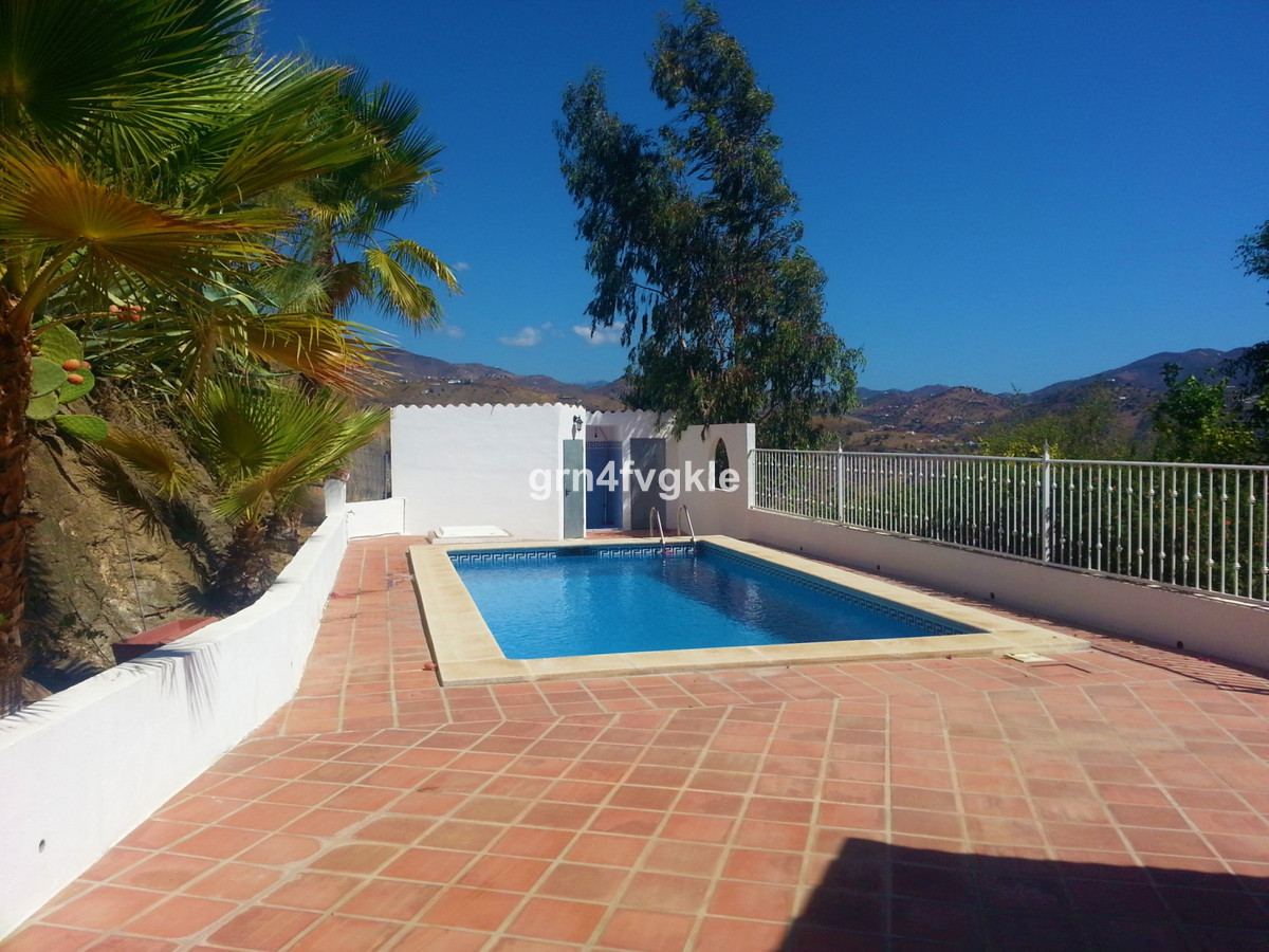JUST REDUCED - 46% LESS- OPPORTUNITY  - BEFORE € 525,000 NOW € 279000  2 storey house of 163 m2 on a,Spain