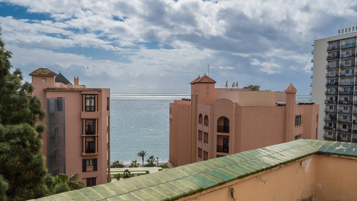 Cosy 2 bed 2 bath apartment in the Centre of Marbella. South facing, light and bright 2nd line beach,Spain