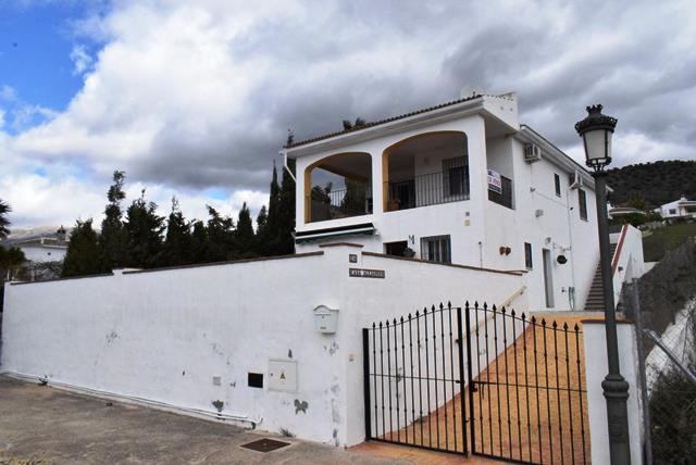This is a lovely villa with a separate apartment in a quiet location with a high degree of privacy, , Spain