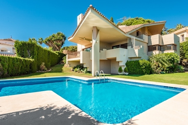 EL PARAISO ALTO.  Absolutely magnificent house in an established residential development. The proper, Spain