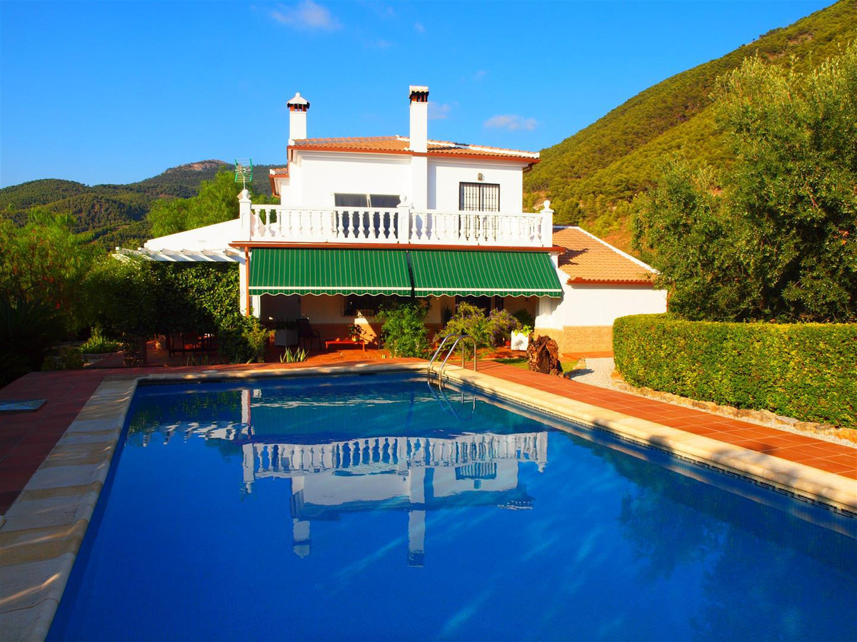 "Beautiful Finca with views of the mountains and the Lake of ""La Vinuela"" in Alcaucin. The , Spain"