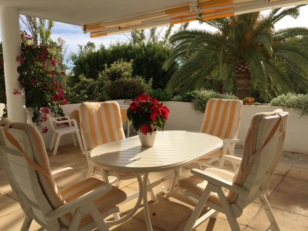 Large and bright two-bedroom apartment located in the best areas of Guadalmina Alta, surrounded by t,Spain