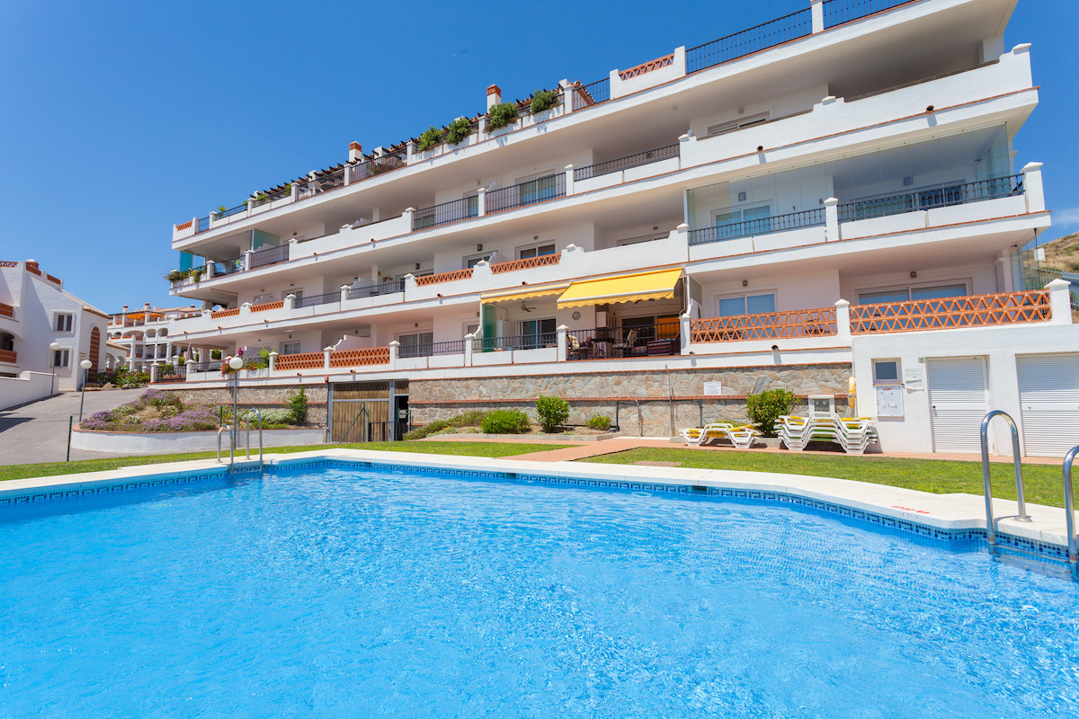 Bright and Modern 2 Bedroom 2 Bathroom Duplex Penthouse located in Calahonda, Mijas Costa with excel,Spain