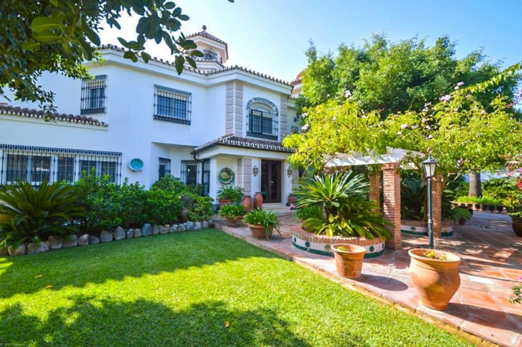 RECENT REDUCTION TO 1.900.000€!!  Impressive Villa very well built with quality materials on a large,Spain