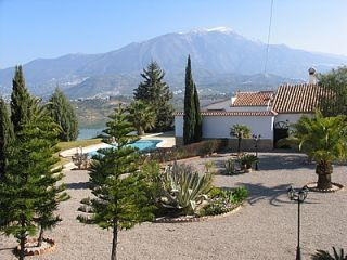 Luxury Villa with breath taking views to the lake and surrounding mountains,very well furnished, hug, Spain