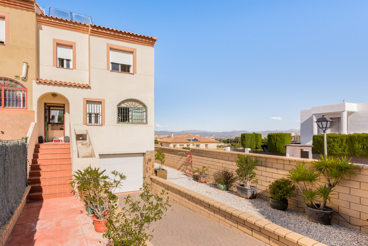 This villa is at Calle Aljarafe, 29130, Alhaurin de la Torre, Malaga. It is a villa that has 120 m2 , Spain