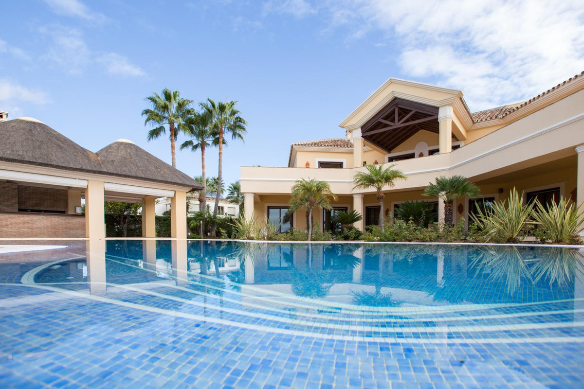Spectacular beachfront Villa in prime location - Villa for sale in las Chapas East of Marbella  Amaz,Spain