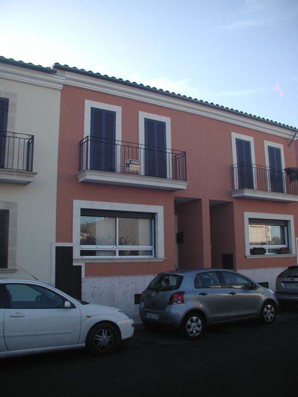 Terraced house in Algaida (2007)  4 bedrooms, 2 bathrooms (1 ensuite), guest toilet, garage for 2 ca, Spain