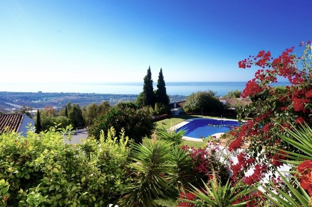 South-facing 3 bedroom duplex apartment with stunning views overlooking the Costa. The property is s, Spain