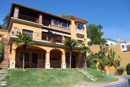 This is  a beautiful private Villa, just 10 mintues from Estepona.  The main house has 4 bedrooms an, Spain