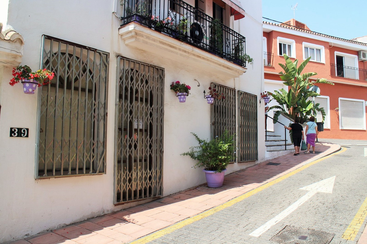 Situated in the heart of Estepona. Comercial premises on a beautiful street in old town Estepona. Lo, Spain