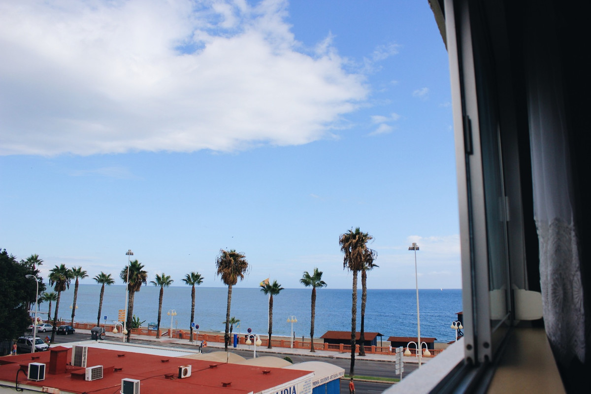 Very bright apartment FIRST BEACH LINE, fully furnished and has 2 bedrooms, 1 bathroom, living and d,Spain