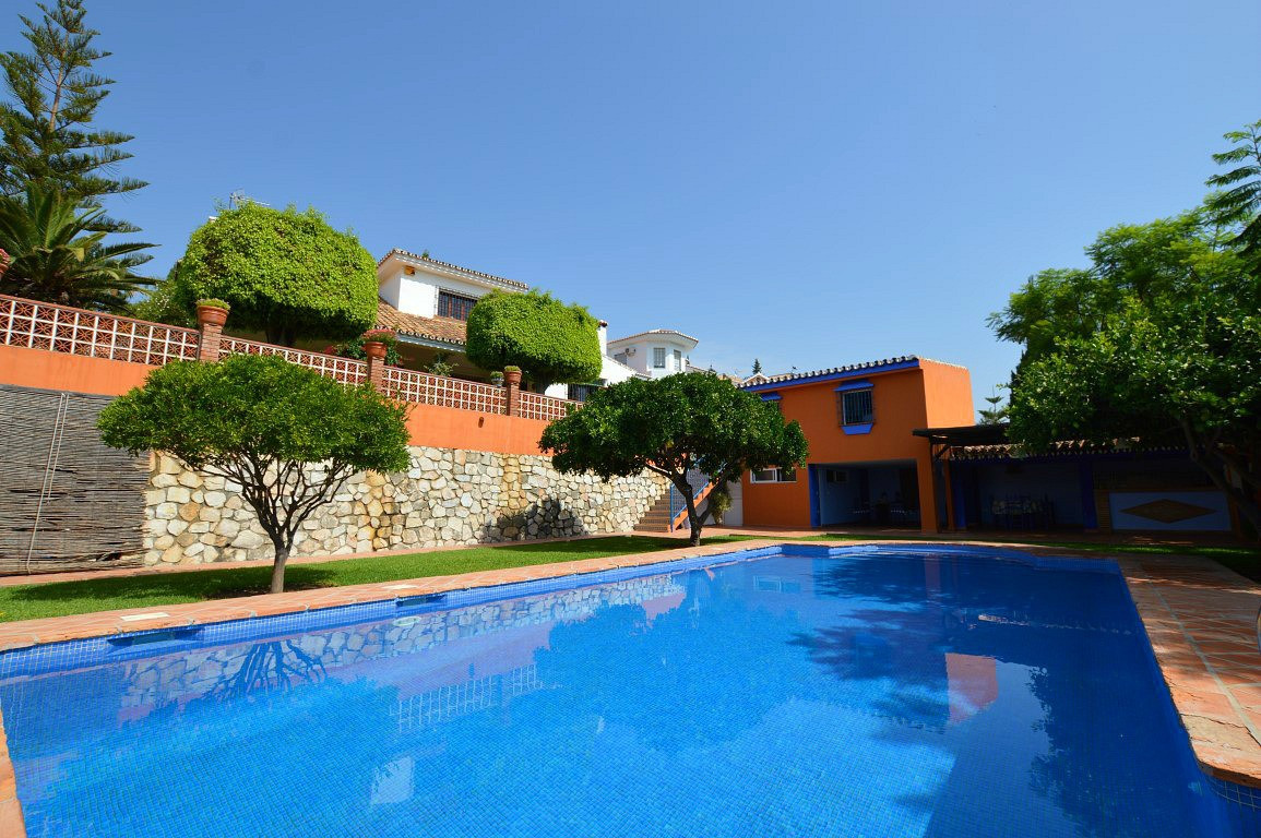 BEAUTIFUL DETACHED 3 BEDROOM VILLA PLUS A SEPARATE APARTMENT/SUITE WITHIN WALKING DISTANCE TO ALL TH, Spain