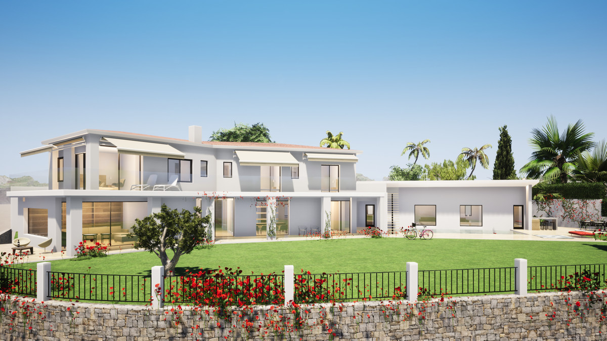 FANTASTIC RENOVATION PROJECT IN EL ROSARIO, EAST MARBELLA.  Spacious 5 Bedroom 3 Bathroom villa loca, Spain