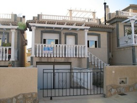 AN ABSOLUTE BARGAIN, DETACHED VILLA  FOR THE PRICE OF A APARTMENT IN VILLAMARTIN. This is a 2 bed,1 , Spain